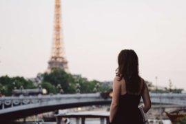 women in paris - Menopause in France